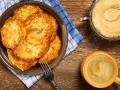 Kartoffelpuffer mit Zimtzucker und Apfelmuß