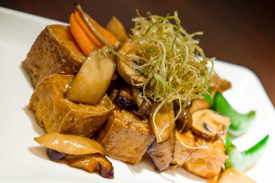 fritierter tofu mit gem sen in teriyaki sauce einfach schnell gesund vegan. Black Bedroom Furniture Sets. Home Design Ideas
