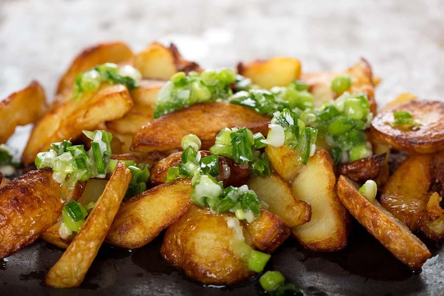 frisch zubereitete krosse kartoffel ecken einfach schnell gesund vegan. Black Bedroom Furniture Sets. Home Design Ideas