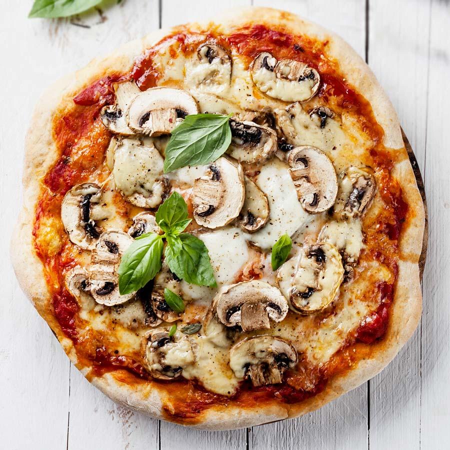 vegane pizza mit pilzen einfach schnell gesund vegan. Black Bedroom Furniture Sets. Home Design Ideas