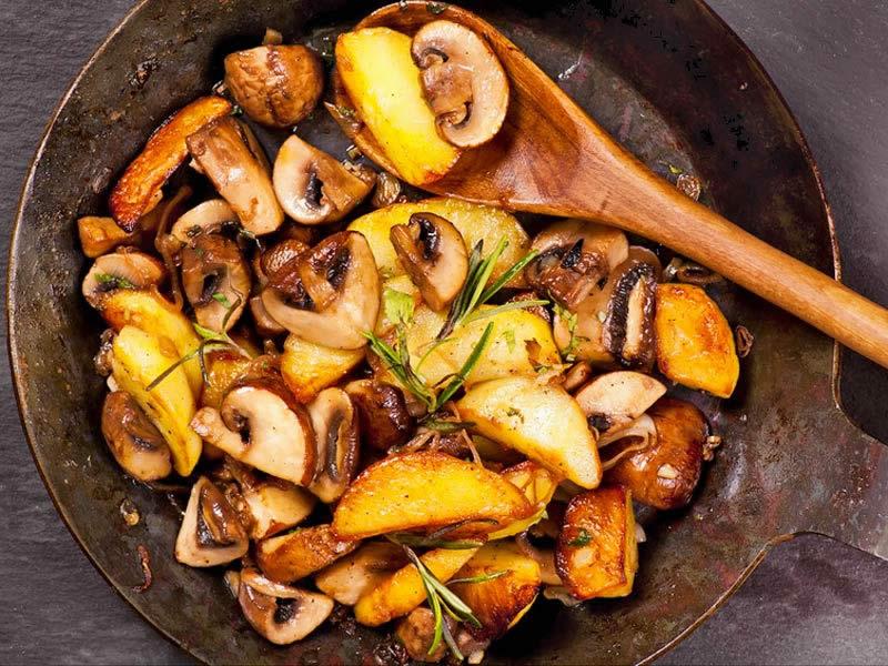 bratkartoffeln mit champignons einfach schnell gesund vegan. Black Bedroom Furniture Sets. Home Design Ideas