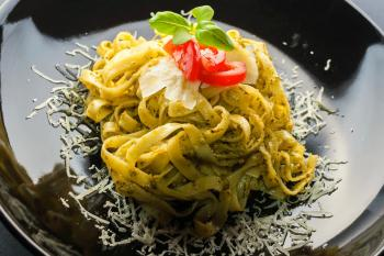 Fettuccine mit Walnuss-Pesto