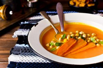 Karottensuppe-mit-Kichererbsen