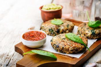 Quinoa-Buletten-mit-Tomaten-Dip