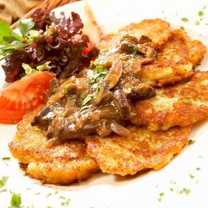 Kartoffelfrikadellen mit Pilzsauce