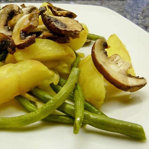 ofenkartoffeln mit bohnen und champignons einfach schnell gesund vegan. Black Bedroom Furniture Sets. Home Design Ideas