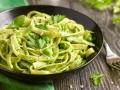 Tagliatelle mit Spinat-Erbsen Pesto