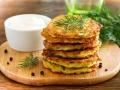 Zucchinibratliche-mit-delikatem-Dill-Dip