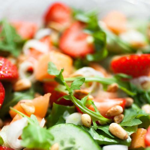 Sommer-Erdbeer-Gurkensalat