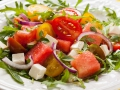 Tofu-Wassermelonen-Salat mit Tomaten