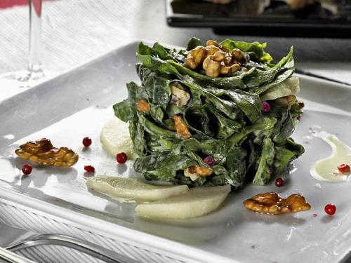 Spinat mit Walnuss und Apfel