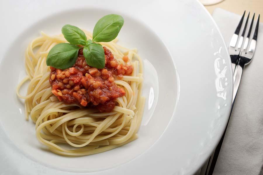 Vegetarische Bolognese mit Linsen und Gemüse